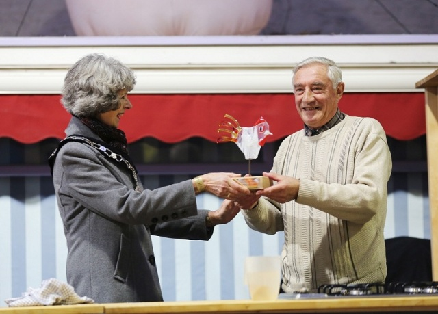 The Mayor presents SweetieFest Sweetie Hero Award to John Bray low res